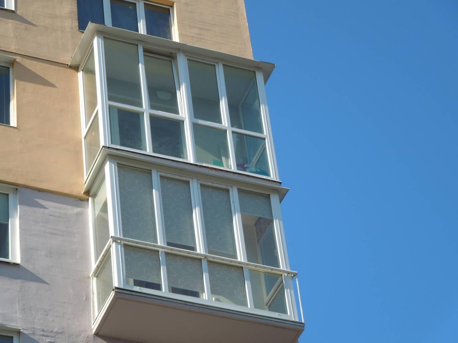 Фото балконов из ковки.